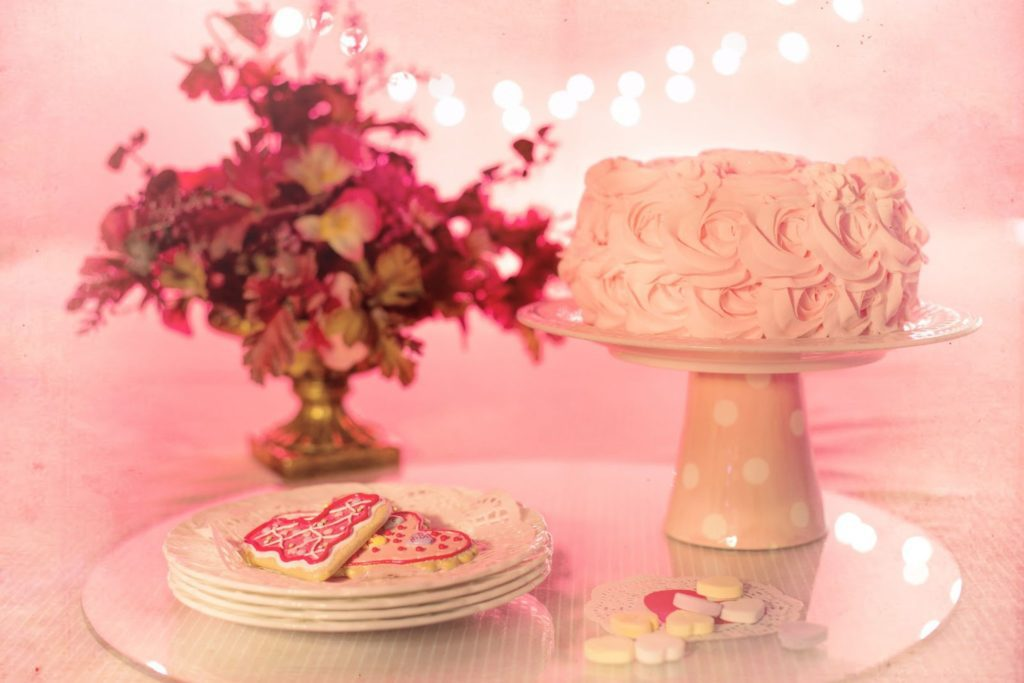 simple-white-decorative-cake
